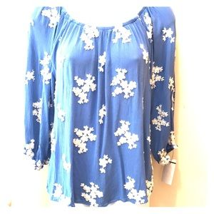 Soft surroundings floral blue w top long sleeve